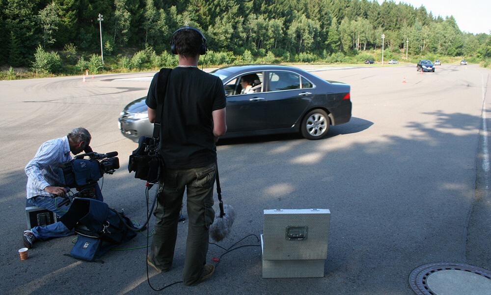 Filmproduktion: Pkws auf dem Trainingsgelände