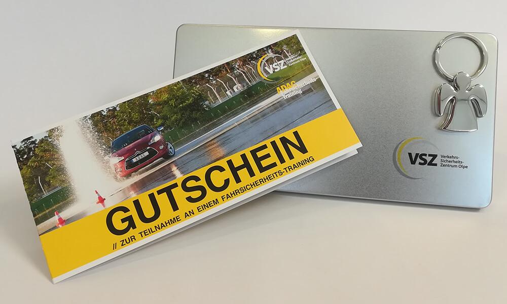 Foto eines Gutscheins zur Teilnahme an einem Fahrsicherheitstraining.